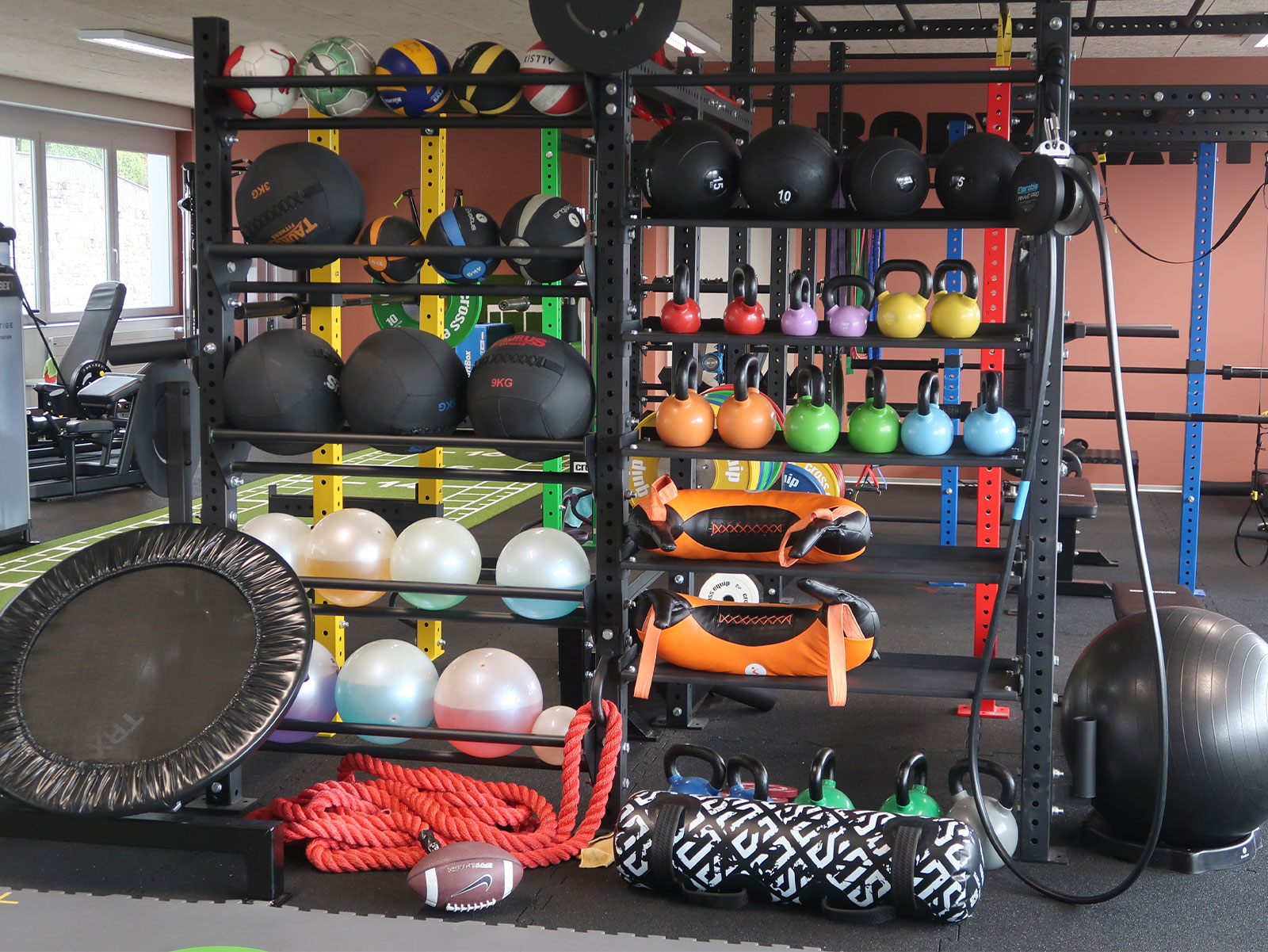 ballons de physiothérapie et kettle bells bodykapital